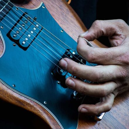 The Differences Between Acoustic and Electric Guitars
