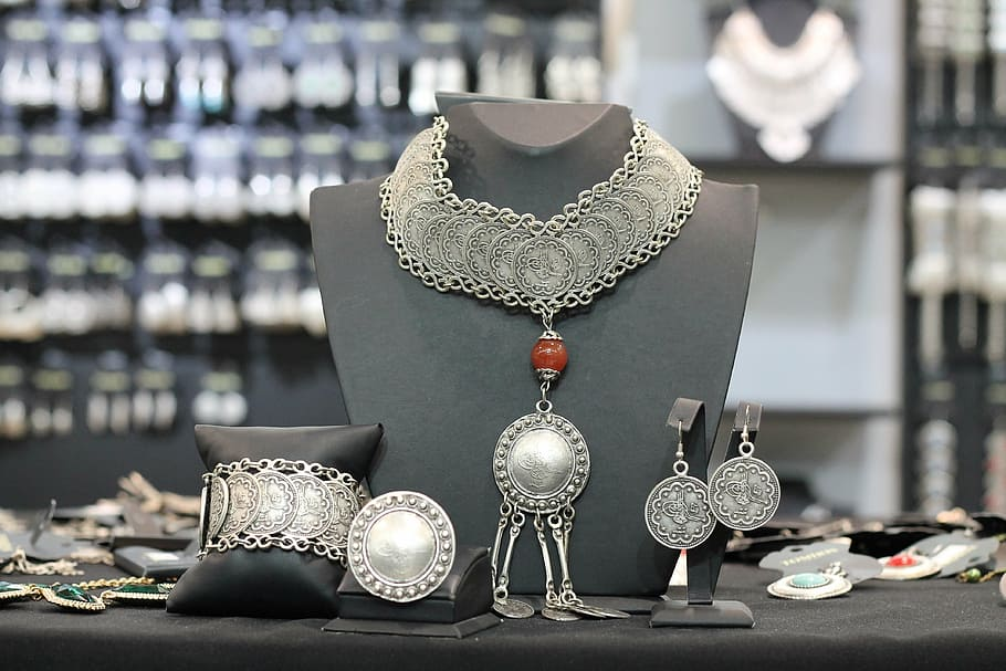 How Can You Buy Wholesale Jewelry?